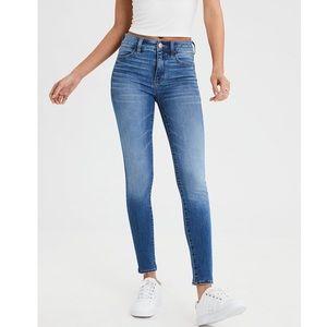 •NWT AEO Curvy Highrise Skinny Jeans•